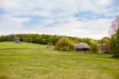 Campo Casa ucraniana tradicional vieja en un pueblo Imagen de archivo libre de regalías
