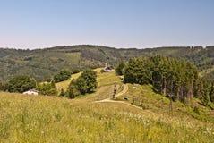 Campo cerca de la colina de Filipka en las montañas de Slezske Beskydy Imagenes de archivo