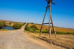 Campo, colline, fiume e strada Fotografia Stock