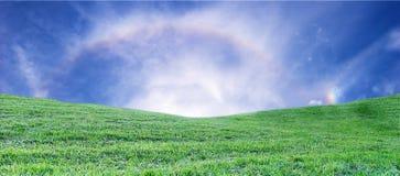 Campo con el arco iris Imagen de archivo libre de regalías