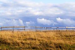 Campo con la rete fissa Fotografie Stock Libere da Diritti