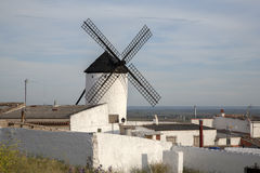 campo criptana de windmill Στοκ εικόνες με δικαίωμα ελεύθερης χρήσης