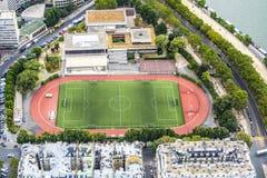 Campo da calcio dall'alta torre fotografie stock