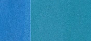 Campo da giuoco blu o fondo di gomma di lerciume della copertura della briciola del campo sportivo fotografia stock