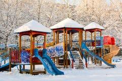 Campo da giuoco dei bambini nell'inverno Immagine Stock Libera da Diritti
