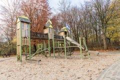 Campo da giuoco dei bambini in parco pubblico Fotografia Stock