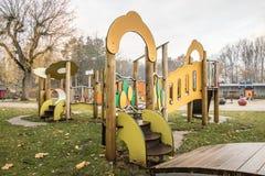 Campo da giuoco dei bambini in parco pubblico Fotografia Stock Libera da Diritti
