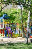 Campo da giuoco dei bambini in sosta fotografie stock