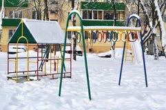 Campo da giuoco del ` s dei bambini nell'inverno Immagini Stock Libere da Diritti