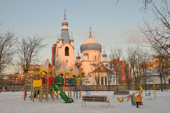 Campo da giuoco del ` s dei bambini vicino alla chiesa della natività Immagine Stock Libera da Diritti