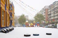 Campo da giuoco della scuola materna in neve Fotografia Stock Libera da Diritti