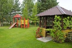 Campo da giuoco di legno dei bambini nel parco di estate Fotografia Stock