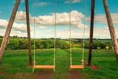 Campo da giuoco di paradiso - oscillazioni - ché mondo meraviglioso immagini stock libere da diritti