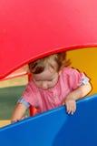 Campo da giuoco esterno di gioco peculiare di autismo di bambini, bambino in parco, infanzia Fotografia Stock