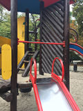 Campo da giuoco ricreativo vuoto nel parco Immagini Stock Libere da Diritti