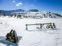 Campo da giuoco sopra una montagna nelle alpi austriache fotografia stock