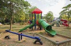 Campo da giuoco variopinto in un parco della città Immagine Stock Libera da Diritti
