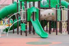 Campo da giuoco verde per i bambini all'aperto Immagine Stock