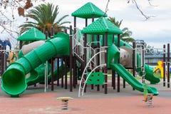 Campo da giuoco verde per i bambini all'aperto Immagini Stock Libere da Diritti