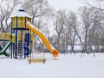 Campo da giuoco vuoto nell'inverno Fotografie Stock Libere da Diritti