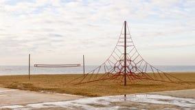 Campo da giuoco vuoto nella spiaggia Fotografia Stock