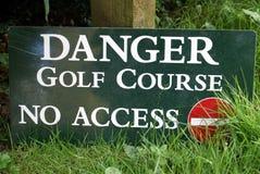 Campo da golf del pericolo nessun segno di Access Nessun segno dell'entrata Fotografia Stock Libera da Diritti