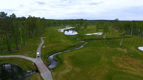 Campo da golf di vista aerea, stagni e prati inglesi verdi del campo da golf Bunker della sabbia al bello campo da golf Fotografia Stock