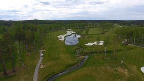Campo da golf di vista aerea, stagni e prati inglesi verdi del campo da golf Bunker della sabbia al bello campo da golf Immagine Stock