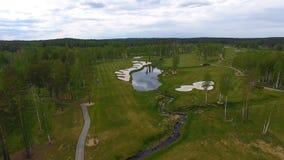 Campo da golf di vista aerea, stagni e prati inglesi verdi del campo da golf Bunker della sabbia al bello campo da golf Fotografia Stock Libera da Diritti