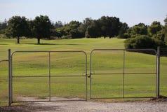 Campo da golf L'entrata all'area privata è chiusa Proprietà privata nessun'entrata Fotografia Stock