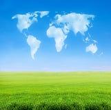 Campo da grama com as nuvens dadas forma mundo Imagem de Stock Royalty Free
