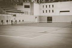 Campo da tennis verde anziano, stile d'annata fotografia stock