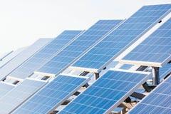 Campo das baterias solares Fotografia de Stock