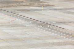 Campo de aviación y marcas en delantal Fotos de archivo