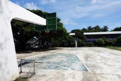 Campo de básquete ao ar livre fotografia de stock