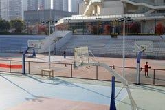 Campo de básquete do ar livre da cidade, adôbe rgb Foto de Stock