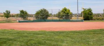 Campo de béisbol de la liga pequeña foto de archivo libre de regalías