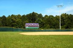 Campo de béisbol y marcador fotos de archivo