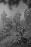 Campo de batalla con humo y acción blanco y negro Foto de archivo libre de regalías