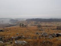 Campo de batalla melancólico de Gettysburg y x28; El Devil& x27; s Den& x29; Fotos de archivo