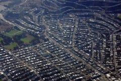 Campo de béisbol del fútbol, de la visión aérea y vecindad circundante Fotografía de archivo