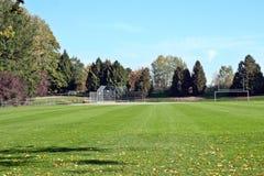 Campo de deportes en la caída Foto de archivo libre de regalías