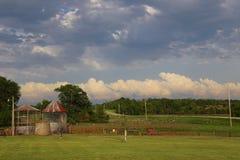 Campo de exploração agrícola de Iowa Fotos de Stock Royalty Free