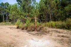 Campo de fútbol abandonado fotos de archivo libres de regalías