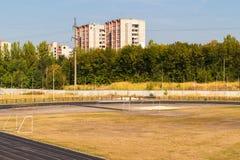 Campo de fútbol abandonado en Lviv Visión superior foto de archivo libre de regalías