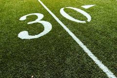 Campo de fútbol con 30 yardas   Fotos de archivo