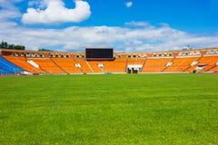 Campo de fútbol con la tarjeta de la cuenta Imagenes de archivo