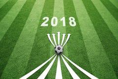 Campo de fútbol 2018 con las flechas Foto de archivo libre de regalías