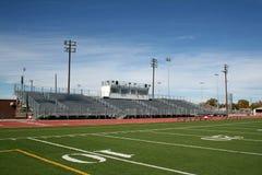 Campo de fútbol de la High School secundaria Imagenes de archivo
