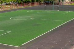 Campo de fútbol en el patio de escuela 1 foto de archivo